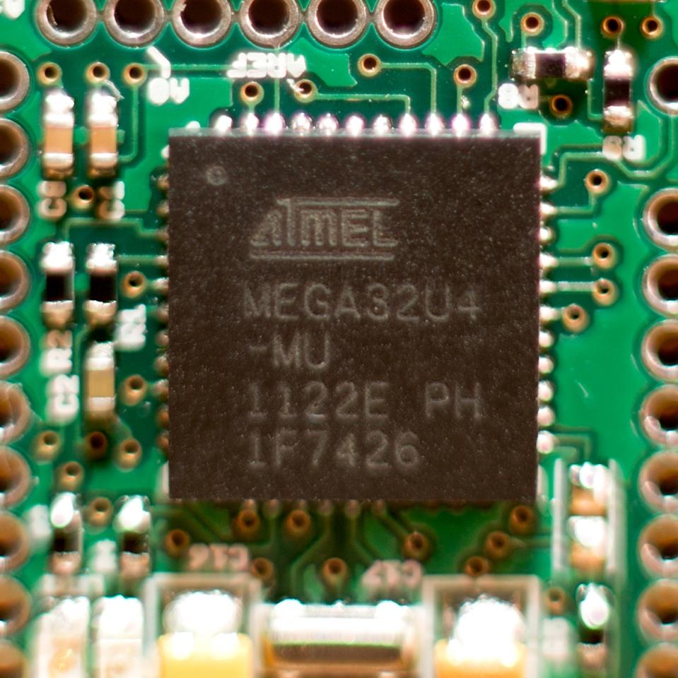 ATMEL-Square-ZOOM-IMUduinoBTLE-1