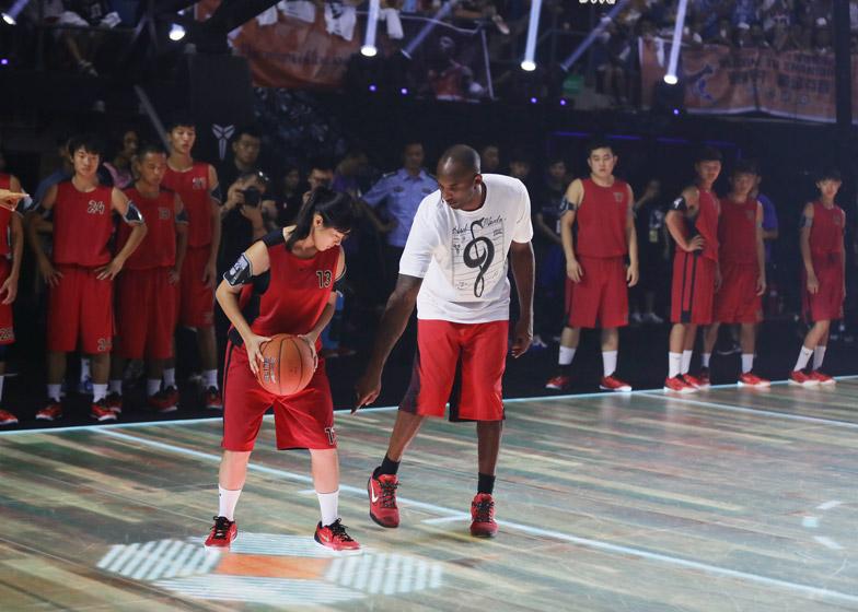 Nike-LED-basketball-court_dezeen_784_9