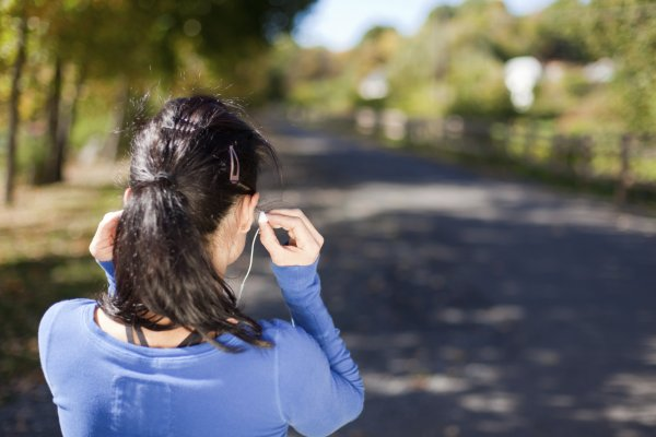 woman-earbuds-music-exercise-running