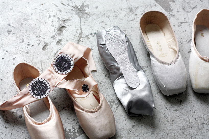 lesia-trubat-e-traces-ballet-shoes-phone-app-designboom-04