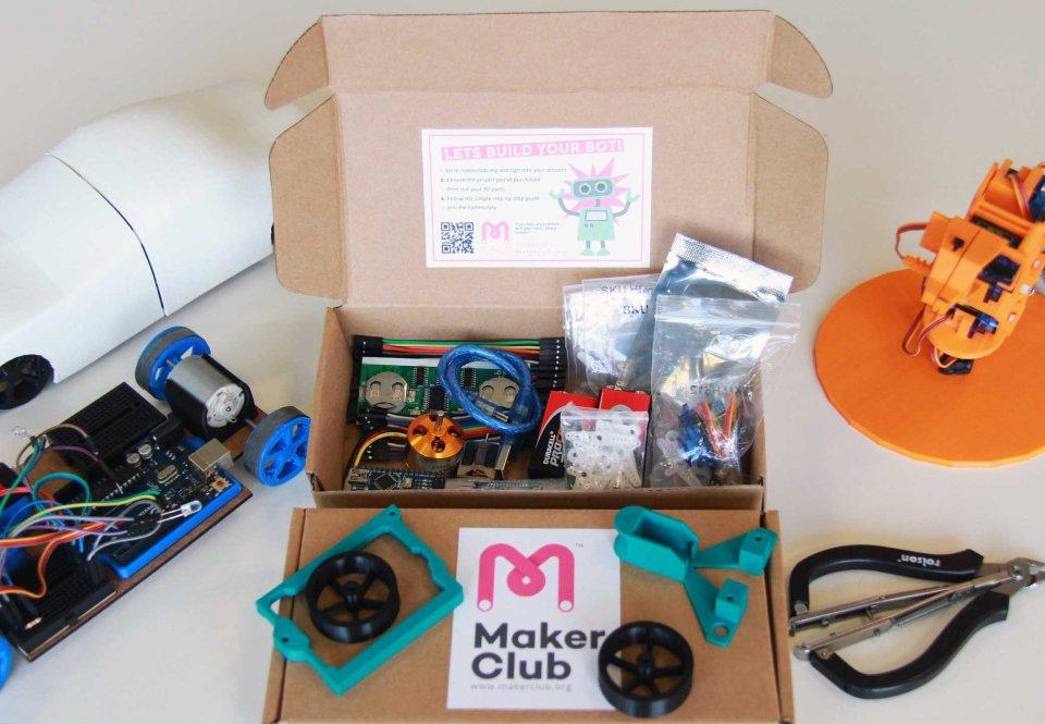 20141030044557-Indiegogo_maker_box