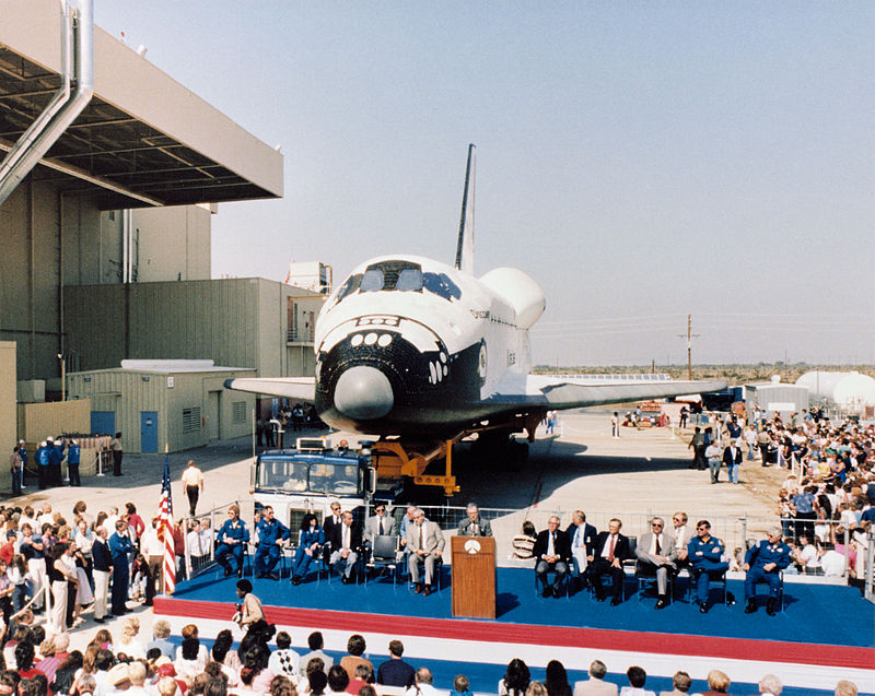 800px-Discovery_rollout_ceremony