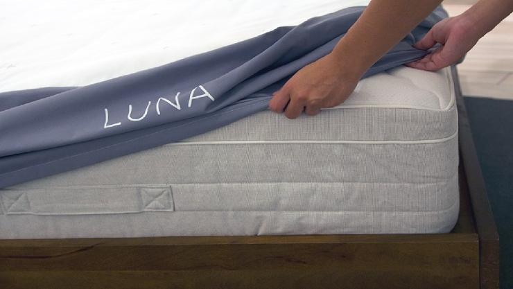 455531-luna-smart-mattress-cover