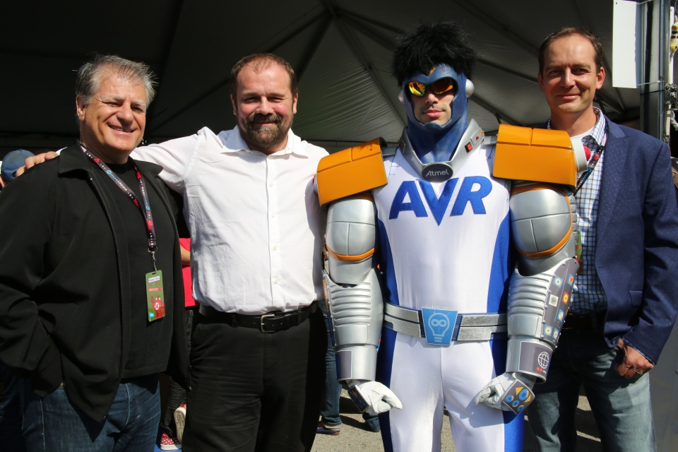 avr-man-with-team
