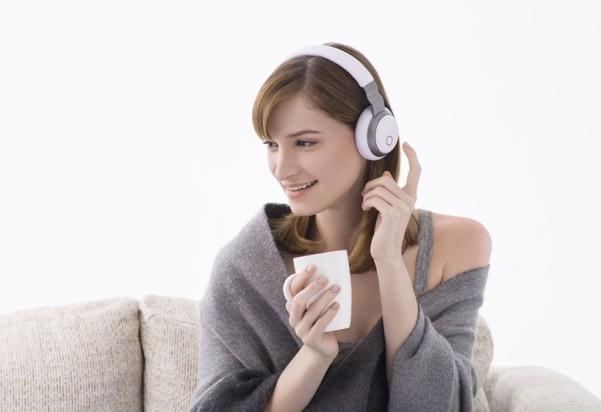 aivvy-Q-headphones-designboom011-818x561