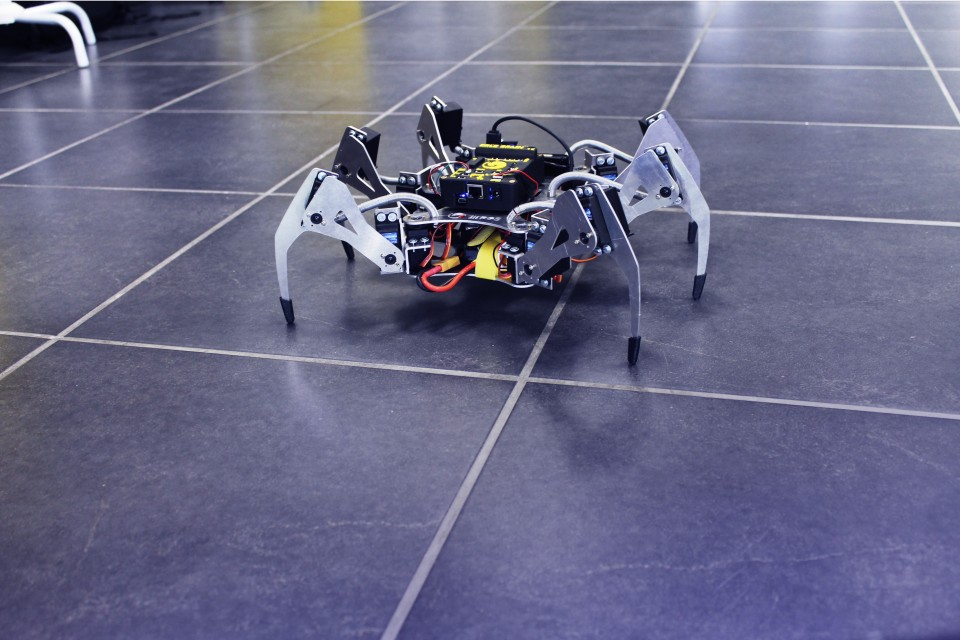 erle-spider-is-a-six-legged-drone-powered-by-ubuntu-snappy-core-488586-2