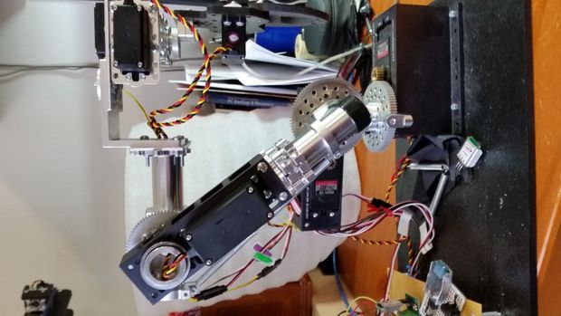 This five-axis robotic arm will lend you a helping hand